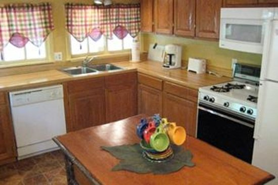 Forest Home Cabins: Some rental cabins equipped with full kitchens