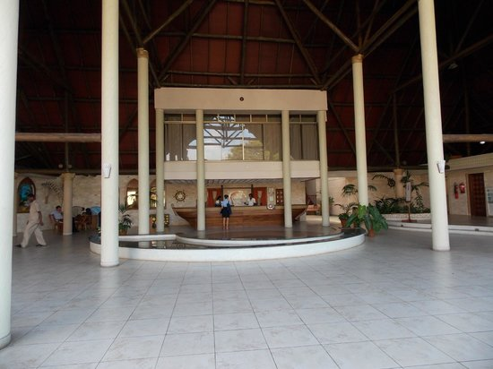 Amani Tiwi Beach Resort : Reception Area