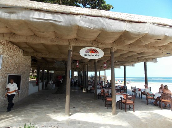 Amani Tiwi Beach Resort : Italian Restaurant