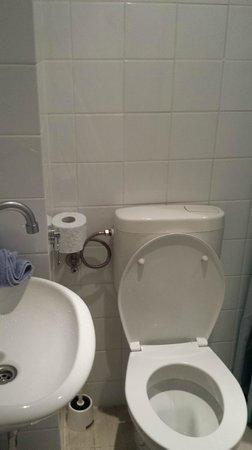 Hotel Pax: lavandino bagno