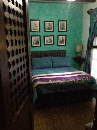 Hotel La Posada: room with shuttered door