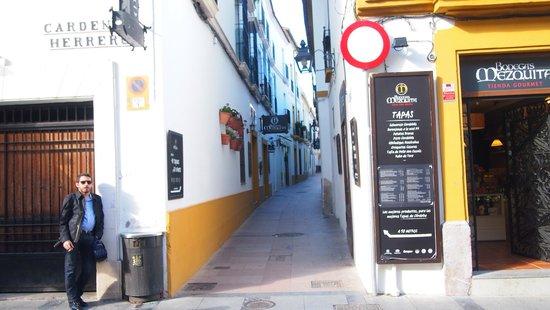 Bodegas Mezquita Céspedes : メスキータの北側の路地を10mぐらいはいったところにあります