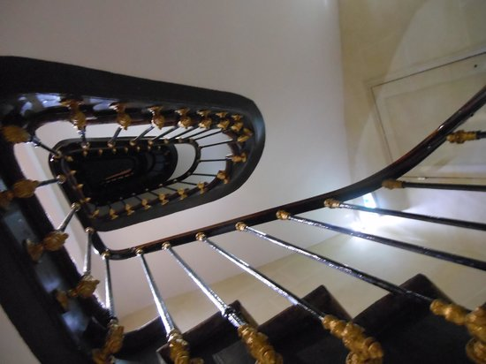 Hotel Europe Saint Severin: Very pretty stairs in this hotel.
