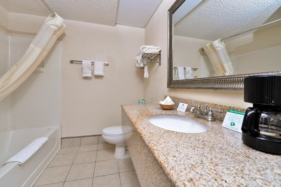 Best Western Statesville Inn: Guest room Bathroom