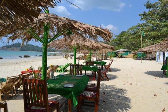 The Green Umbrella : Green Umbrellas on Ngapali Beach
