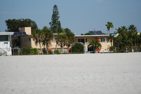 Sea Chest Motel : Looking back from the beach