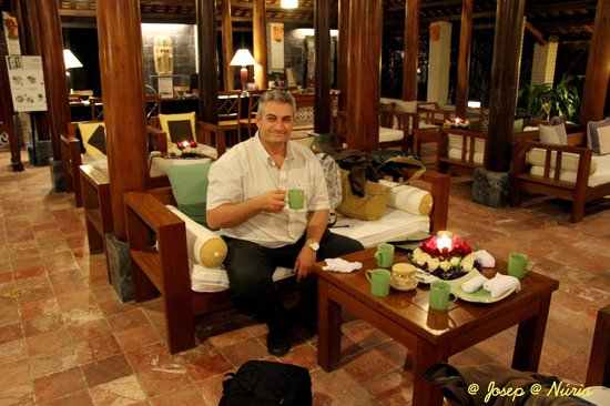 Pilgrimage Village: Tomando el té de bienvenida en la recepción