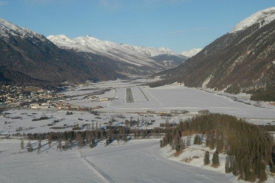 Carlton Hotel St. Moritz : Anflug auf Samedan