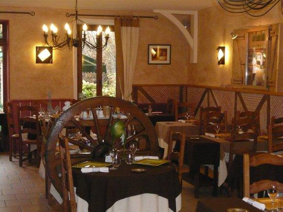 Hostellerie des Dombes : Salle de restaurant