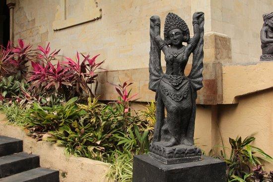 Kupu Kupu Barong Villas and Tree Spa: богиня красоты