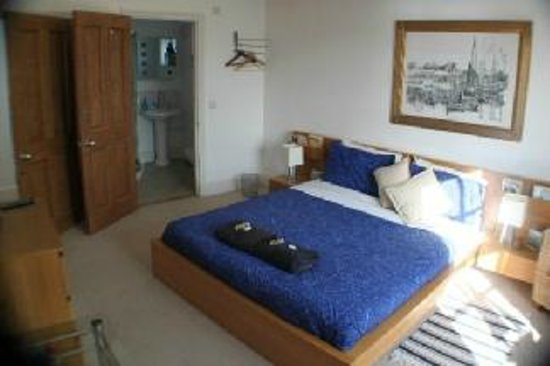 Compass Point B&B: Ensuite River View Room