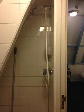 Hotel Plantage: La mini doccia scomoda