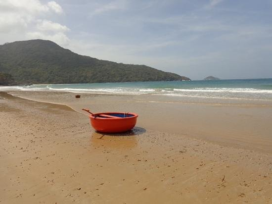 Con Dao Camping: beach next to airport = perfect :)