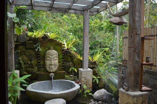 Dara Ayu Villas & Spa: Вот такая ванна