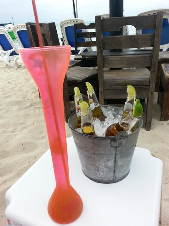 Carlo's N Charlie's Beach Club: They make it easy to have fun