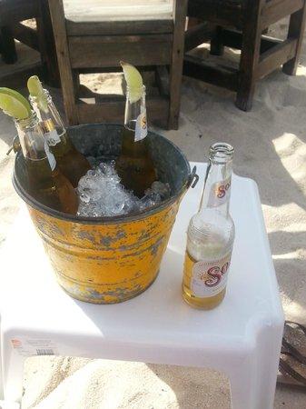 Carlo's N Charlie's Beach Club : Ice cold beer