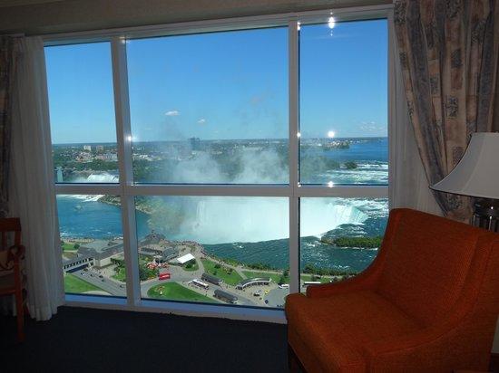 Niagara Falls Marriott on the Falls: 部屋から見た滝
