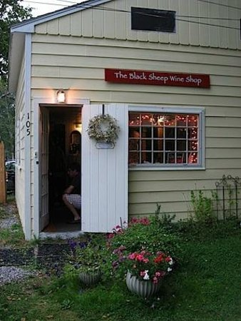 Black Sheep Wine and Beer Shop: Black Sheep Wine and Beer Store in Harpswell, Maine