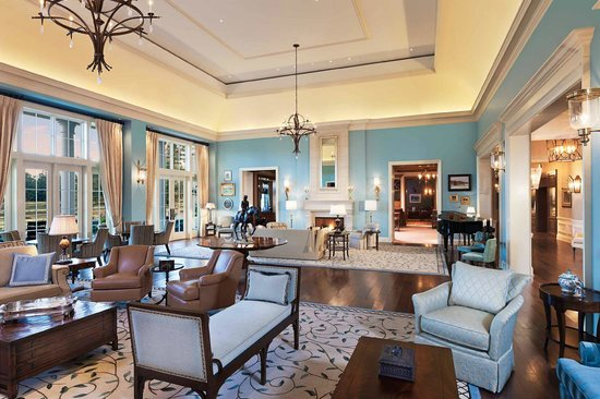 Gold Cup Wine Bar: Living Room