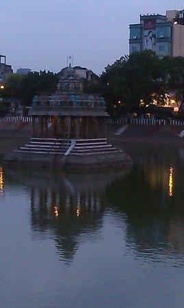 Kapaleeshwar Temple: Tank next to the temple