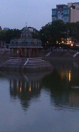 Kapaleeshwar Temple: Tank