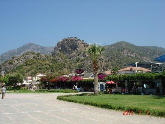 Help Beach Lounge : Вид на ресторан от моря.