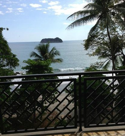 Arenas del Mar Beachfront & Rainforest Resort: View from room 303A
