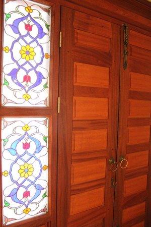 Arena Hotel: входная дверь