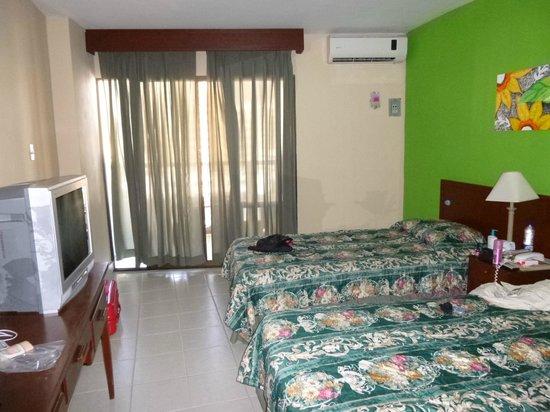 Hotel Betoma: habitación doble: amplia, limpia