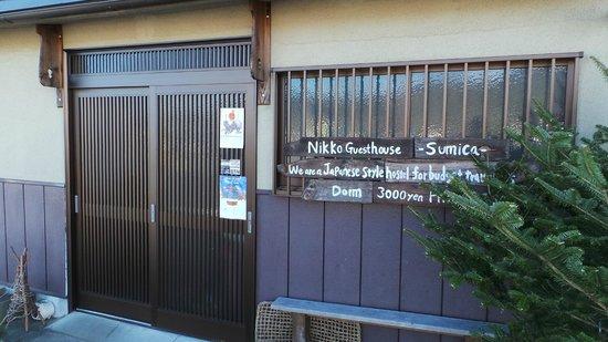 Nikko Guesthouse Sumica: The main door