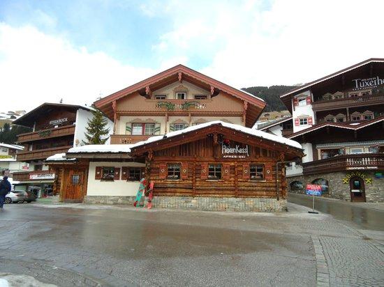 Hotel Alpin Spa Tuxerhof : Apres Ski Bar neben Hotel