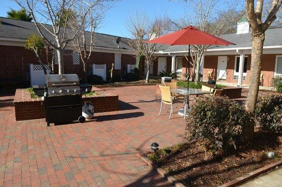 Winton Inn & Suites: Courtyard