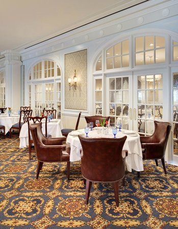 Enjoy breakfast lunch brunch and dinner in the regency for Regency dining room