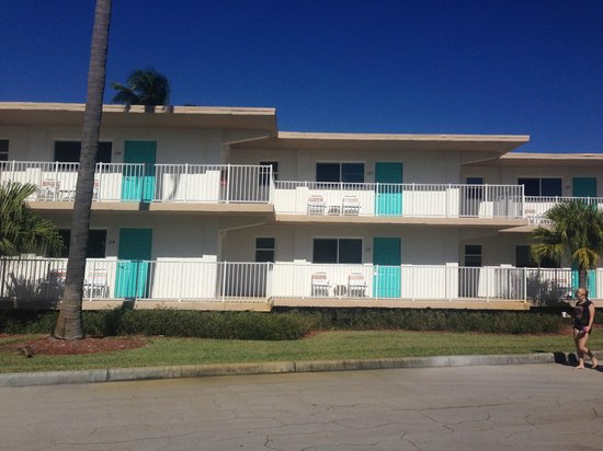 Carousel Inn on the Beach : Front motel