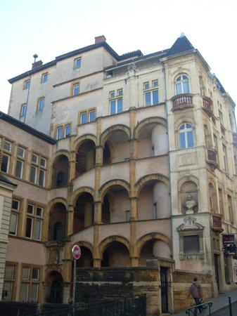 Um dos lindos edifícios renascentistas da Vieux Lyon