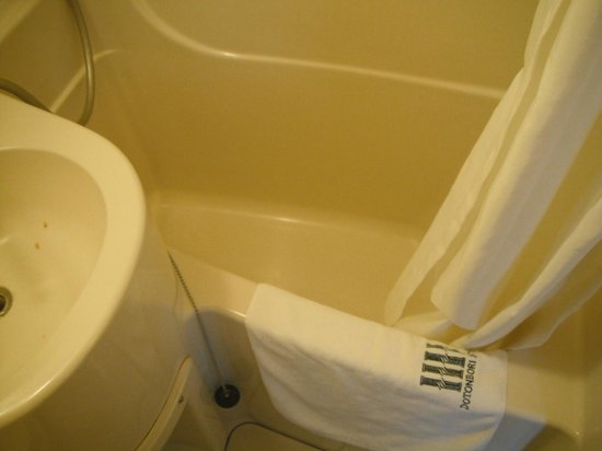 Dotonbori Hotel: bathtub