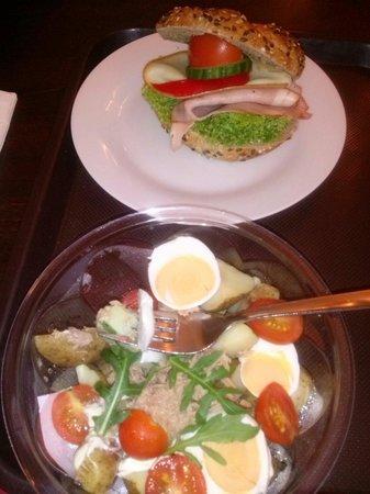 Paneria: Самый лучший в мире бутер и свежайшей, хрустящей булки и самый отвратительный салат!  Салат 59 к