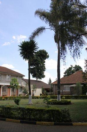 PrideInn Hotel Raphta: Территория отеля