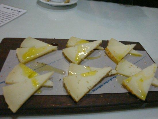 El Almacen, Vinos y Tapas: Tabla de quesos.