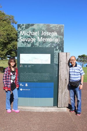 MJ Savage Memorial Park: With my wife at the entrance of Michael Joseph Savage Memorial Park
