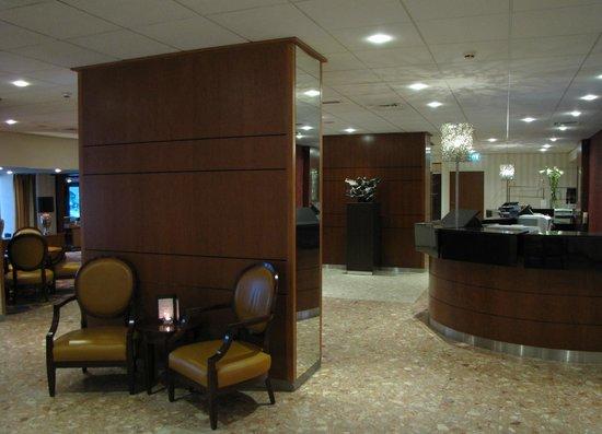 Bilderberg Europa Hotel: Receptie van het hotel