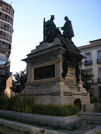 Granada a Pie : Q estatua mas bonita