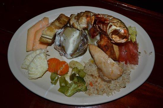 Captain Hook Cancun: Our lovely surf 'n' turf dinner !