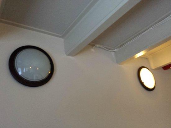 Hotel Waddenweelde: Meerdere kapotte lampen