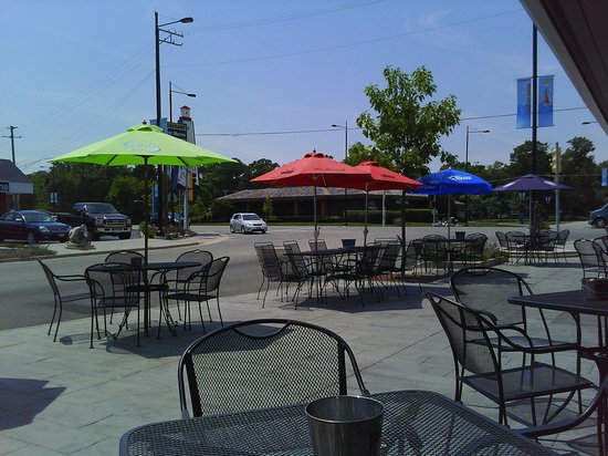 Time Out Sports Bar and Grill: Patio