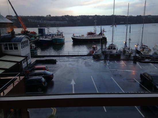 Trident Hotel Kinsale: Fishing boats pepper the water view from the Hotel