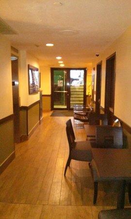 Hudson River Hotel : Le couloir, près de la réception