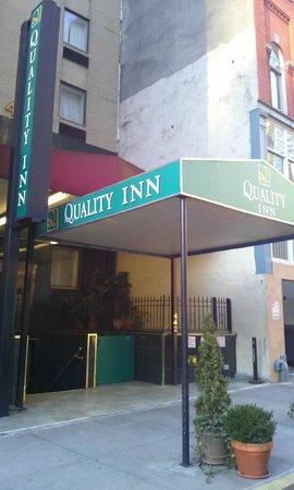 Hudson River Hotel : L'entrée de l'hôtel