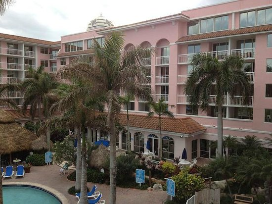 Palm Beach Shores Resort and Vacation Villas: view of bldg. from our room