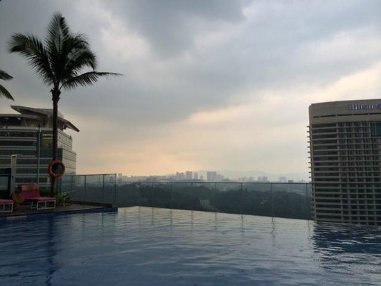Aloft Kuala Lumpur Sentral : Pool deck view